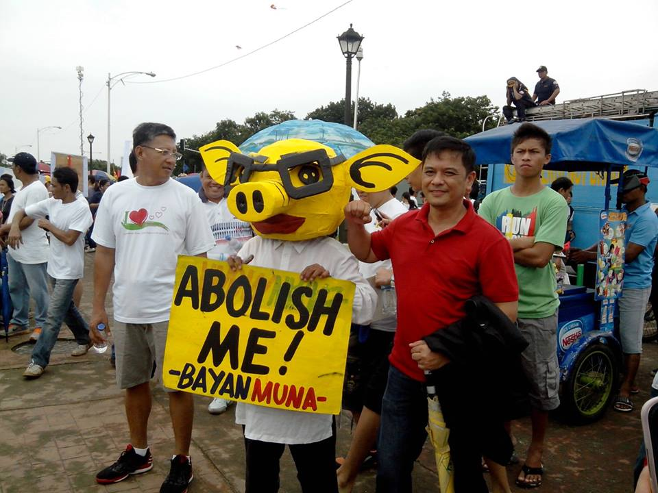 Youth groups join anti-pork barrel march to Luneta
