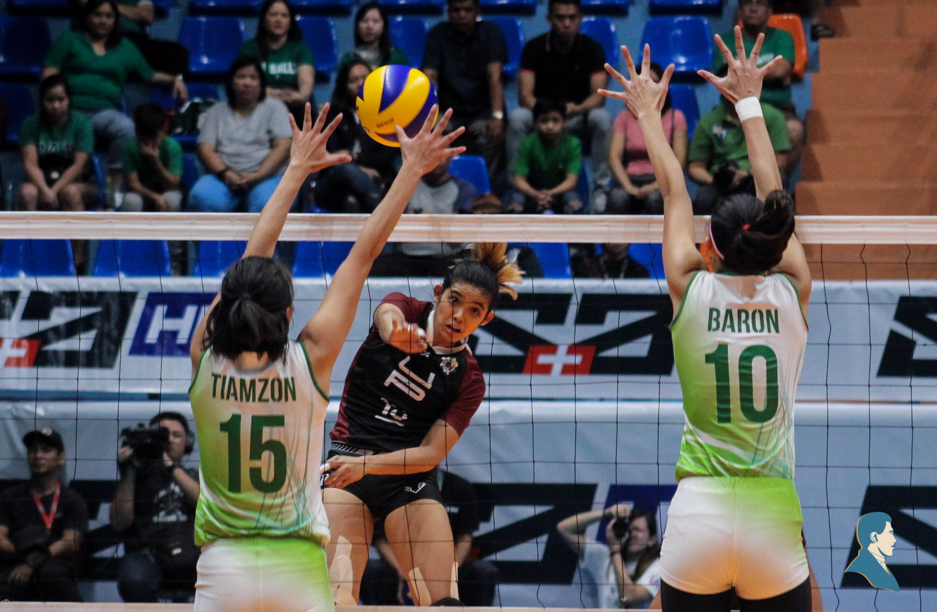 Lady Maroons suffer DLSU blowout
